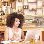 Entrepreneur woman working on her laptop in a coffee shop.